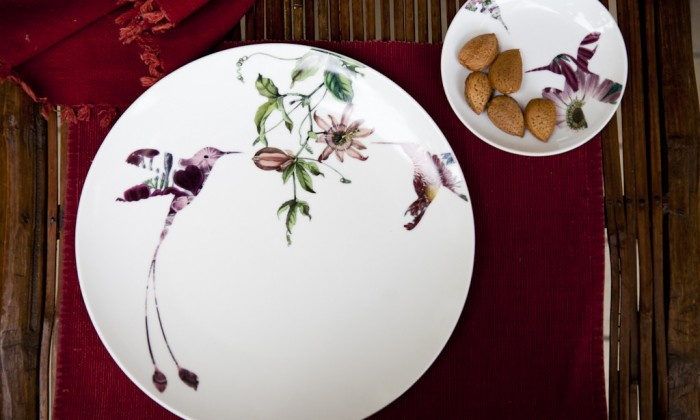 porcelain dinner set decorated with flowers and an hummingbird & 4 Tips to Choose a Dinner Set for Your Wedding Registry
