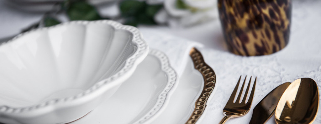 elegant ceramic dinner set & To Every Mum her Right Dinner Set