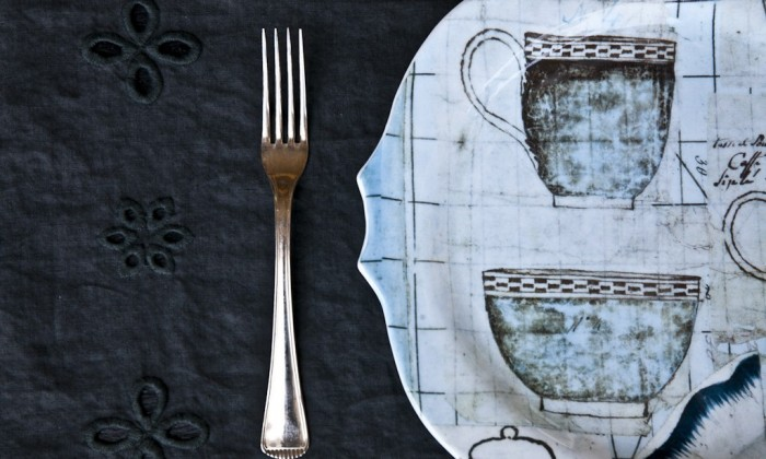 scalloped printed glass dinner plate