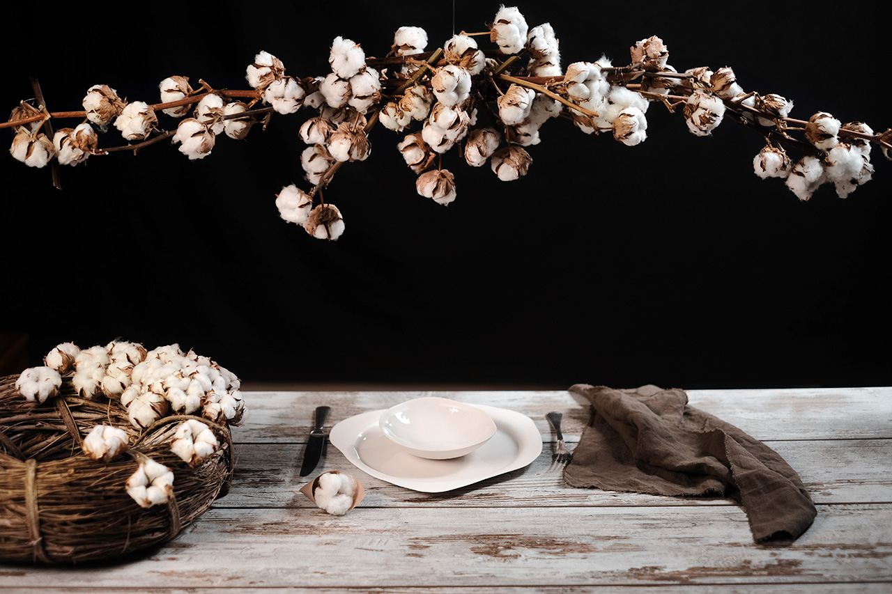 cotton flower centerpiece and porcelain dinner set