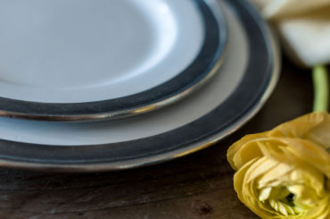 Our favorite color to style your white dinnerware set