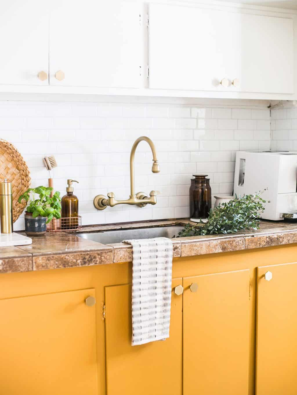 4 top trend dell'home decor nel 2020. cucina colorata gialla.