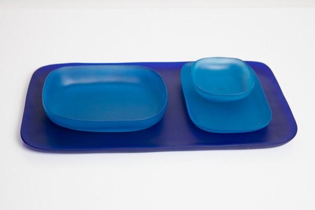 trend home decor 2020 servizio piatti colorati blu